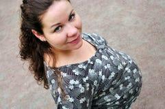Blick der schwangeren Frau örtlich festgelegt. Lizenzfreies Stockfoto