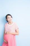 Blick der schwangeren Frau irgendwo Stockfoto