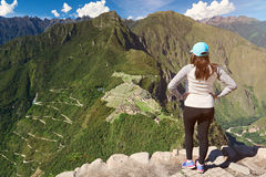 Blick des jungen Mädchens auf Machu Picchu Lizenzfreies Stockbild