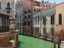 Blick des typischen Wasser-Kanals in Venedig, Italien Lizenzfreies Stockfoto