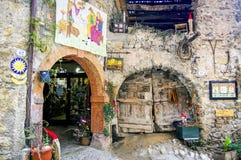 Blick einer Straße in einer mittelalterliche Stadtlokalen Handwerkswerkstatt Stockbild