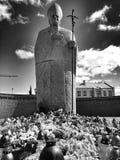 Blick Monument-Papstes John Paul Two Artistic in Schwarzweiss Lizenzfreie Stockfotos