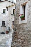 Blick von Visso, schönes Dorf in der Provinz von Macerata Stockbild