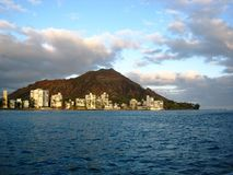 Blicken in Richtung Diamondhead nahe Waikiki-Strand Stockfotos