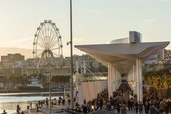 Blicken in Richtung Ferris Wheel Calleds Lizenzfreie Stockfotografie
