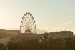 Blicken in Richtung Ferris Wheel Calleds Stockfotografie