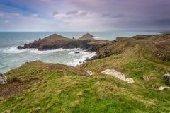 Blicken in Richtung Hafen quin von den Hinterteilen in Cornwall Großbritannien Stockbild