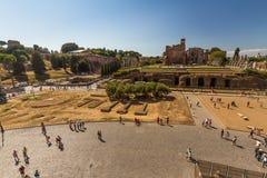 Blicken in Richtung Roman Forums und des Tempels von Venus und von Rom Stockbilder