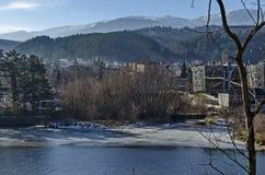 Blicken Sie in Richtung der Umwelt der malerischen Verdammung der Winterzeit, der Berge Plana und Vitoshas, Pancharevo Lizenzfreies Stockbild