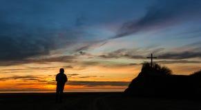 Blicken Sie in Richtung des Kreuzes Stockbild