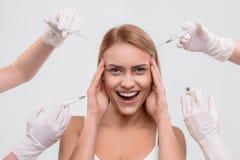 Blij meisje die skincare behandeling krijgen royalty-vrije stock foto's