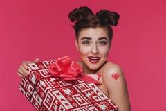 Blij meisje met een grote gift Royalty-vrije Stock Afbeeldingen