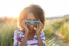 Blij zwarte die van openluchtvrije tijd genieten royalty-vrije stock foto