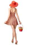 Blije bohovrouw in sundress met mand van Stock Foto