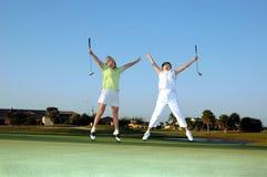 Blije dame Golfspelers Stock Afbeeldingen