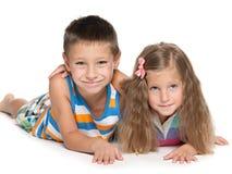 Blije jongen en glimlachend meisje Stock Foto's