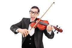 Blije musicus die een viool spelen Stock Fotografie