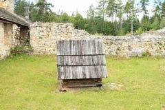Blijf stilstaan van oud klooster in Slowaaks Paradijs stock afbeelding