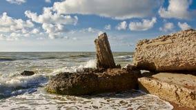 Blijft van een kanonbasis bij het strand van de oude militaire basis van Karosta, Liepaja royalty-vrije stock foto's