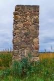Blijft van een oud steen geruïneerd dorpshuis royalty-vrije stock foto