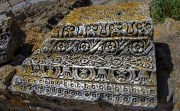Blijft van oud stenen-behandeld Tunesisch Carthago met mos stock afbeeldingen