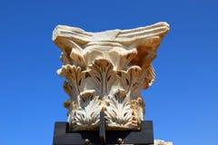 Blijft van oude Corinthische kolommen, Israël stock foto's
