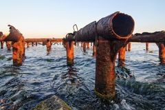 Blijft van pijpen in water royalty-vrije stock fotografie