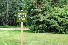 Blijven de groene voertuigen van het grasteken royalty-vrije stock foto's