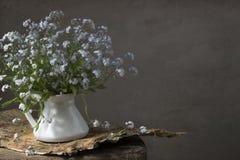 Blik-omhoog-en-kus-me bloemen Stock Afbeelding