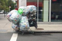 Blikken en Flessen voor Recycling Stock Fotografie