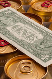Blikken van bier en Amerikaanse dollar Stock Afbeelding
