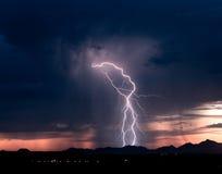 Bliksem 2 van de Zonsondergang van Roskruge Stock Afbeelding