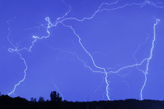 Bliksem in de regenhemel Stock Fotografie