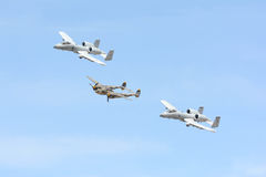 A-10 blikseminslag II en Lockheed p-38 Bliksem op vertoning Stock Fotografie