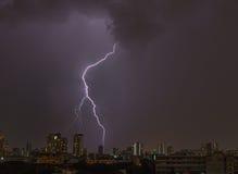 Bliksemstaking over Bangkok Stock Foto's