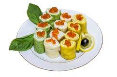 Blin-Rollenpfannkuchen rollt mit rotem Kaviar Stockbild