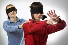 Blind, die Vorhänge führend Stockfotografie