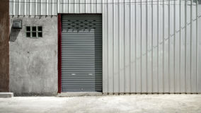Blinddeur of het rollen deur grijze kleur, Stock Afbeelding