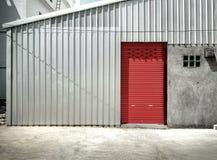 Blinddeur of het rollen deur rode kleur, Stock Foto's