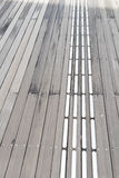 blinde Bahnmetalloberflächenlinien warnen Kennzeichen Lizenzfreies Stockbild