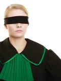 Blinde Gerechtigkeit Frauenbedeckungsaugen mit Augenbinde Lizenzfreie Stockbilder
