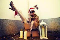 Blinde Körperteile mit Weihnachtsdekorationen Stockfotografie