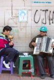 Blinde Musiker, die Musik in der Straße von Quito, Kolumbien spielen Stockfotografie