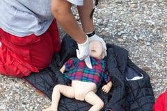 Blinde Säuglingserste Hilfe Lizenzfreie Stockfotografie