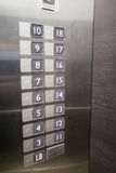 Blindenschrift auf Aufzugsplatte für Benutzer mit Visionsunfähigkeit Lizenzfreies Stockbild