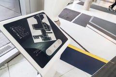 Blindenschrift-Aufschriften für die Vorhänge auf Gemeinbedarfseinrichtungsinformationen Stockfoto
