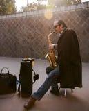 Blinder, der das Saxophon in einem Park, Chengdu, Porzellan spielt Lizenzfreie Stockfotografie