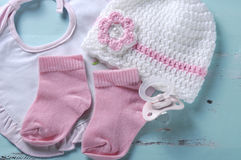 Blinder Friedensstifter, Socken, Schellfisch und Mütze der Babykindertagesstätte Lizenzfreies Stockfoto