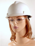 Blinder tragender Sicherheitssturzhelm Stockfoto