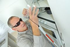 Blinder zu Hause in der Küche Lizenzfreie Stockfotografie